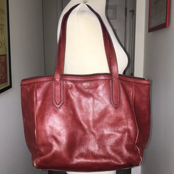 Fossil Handbags - Vintage Distressed  Fossil Tote in Ox Blood Red 😘